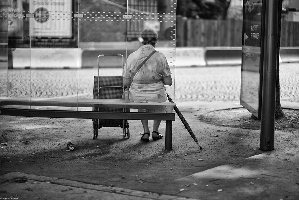 En attendant le bus.jpg